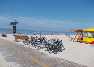 I Smiltynės paplūdimyje dviračių parkingas